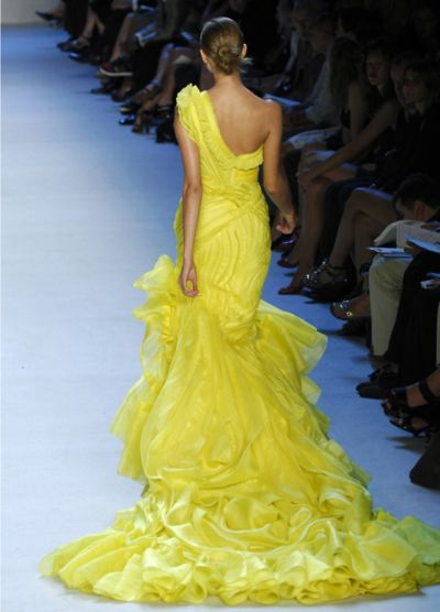 #yellow: Yellow Gowns, Runway Fashion, Yellow Dresses, Zac Posen, Mellow Yellow, Evening Gowns, Couture Dresses, Zacposen, Lemon Yellow