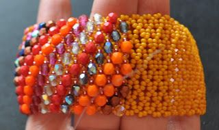 Netted bracelet w/over-laid embellishments.  This is a good base for many things.  Detailed pix but do translate.  #Seed #Bead #Tutorials