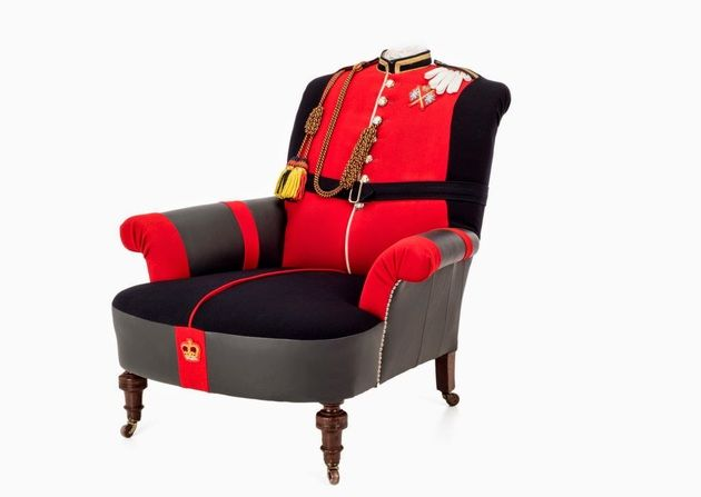 meubles originaux et fauteuil artistique tapiss d 39 un uniforme militaire militaire pinterest. Black Bedroom Furniture Sets. Home Design Ideas