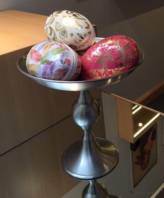 Köp smycket i ägget, inte grisen i säcken! Fram till påsk kan du köpa ett påskägg hos oss för 800 kronor fyllt av godis och ett HALSBAND till ett värde 1700 - 2600kr Kom in till Lamette på Kammakargatan 11, öppet måndag - torsdag 10-16 Välkommen!