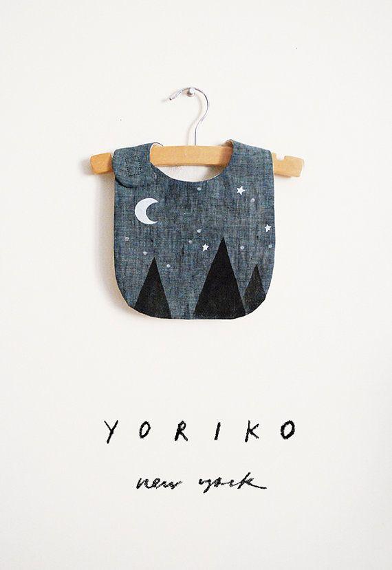 Babero de noche estrellada Luna y las estrellas por yorikoNewYork