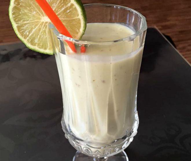 Avocado-banaanmilkshake, oftewel Lavoca shake. Lekker voor suhoor of iftar maaltijd voor in de Ramadan. Het is een lekkere milkshake die ook nog gezond is.