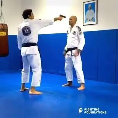 Aquí hay un par de movimientos útiles de autodefensa que pueden salvar tu vida.