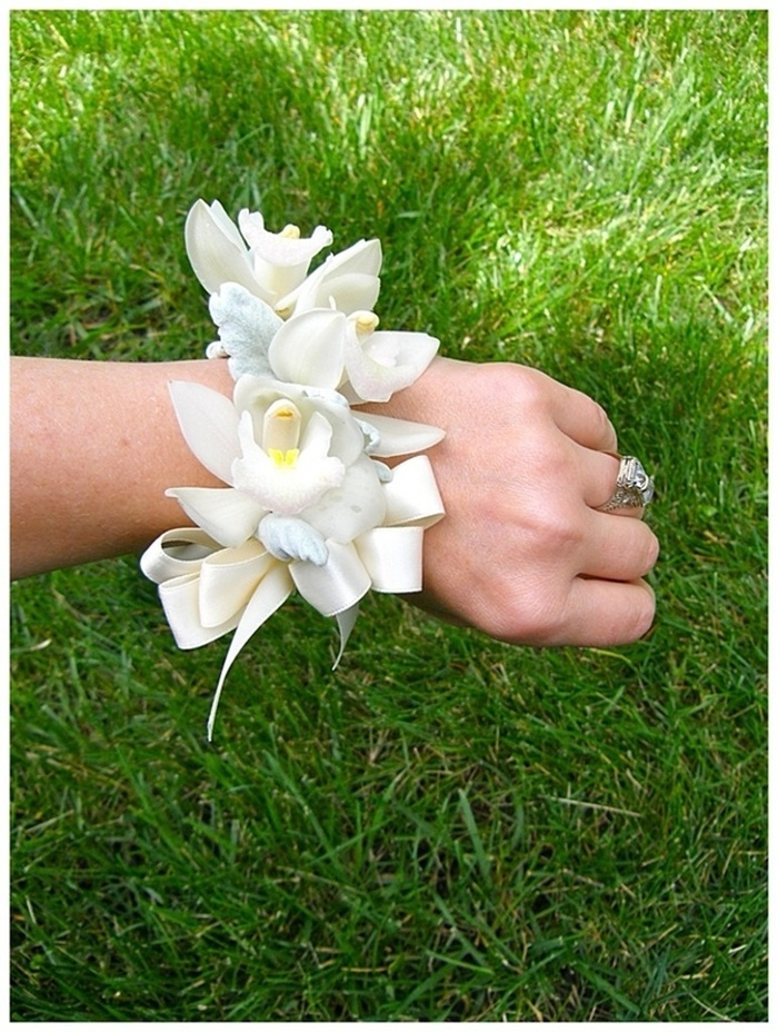 Moustakas flowers-wedding corsage with cymbidium orchid #weddingcorsage #flowercorsage #orchidscorsage