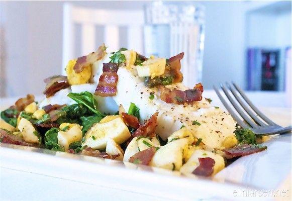 Torskefilet med sprøstekt pancetta bacon, egg, urter og spinat - Elin Larsen