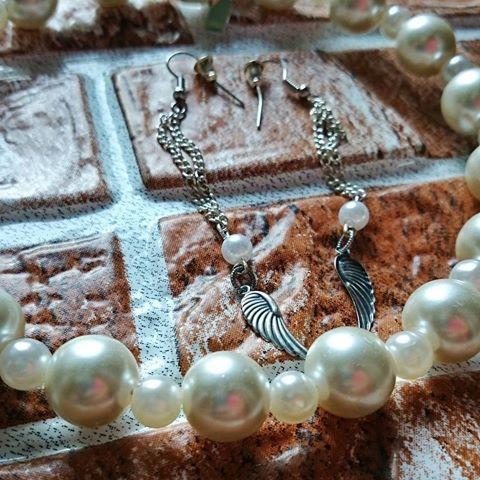 Наступает осень и мы хотим нежности и тепла..а это жемчужное ожерелье то что нужно для поднятия настроения. Красота и нежность. Пишите для заказа в директ. И всего 1100 р уникальное украшение. Кстати, серьги тоже продаются.  #вналичии #ожерелье #Бусы #жемчуг # серьги #серебро #хендмейд #украшение #крылья #нежность #жемчужное #осень #hmi_hmi #handmadealmaty #handmade_fifi #handmade #handmade_love_you