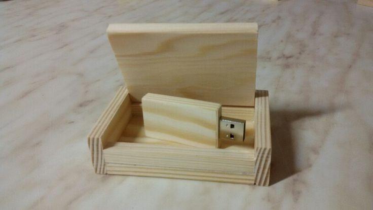Usb 8gb in legno di pino