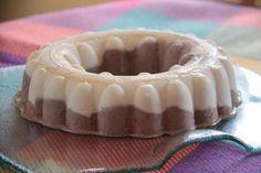 Aujourd'hui, c'est une ancienne recette tupp que je vous propose.. préparée dans mon moule Couronne.. très simple à préparer... un petit tour au congélateur et c'est prêt... accompagné d'un petit coulis de chocolat... ou de fruits rouges... c'est un vrai...