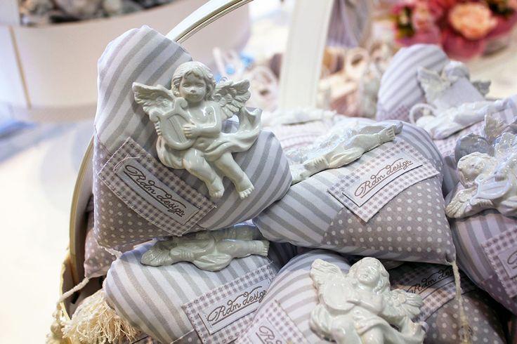 #Bomboniera a cuore con #angelo in ceramica.