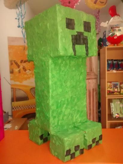 piñata creeper de minecraft cola,carton,papel paper mache                                                                                                                                                                                 Más