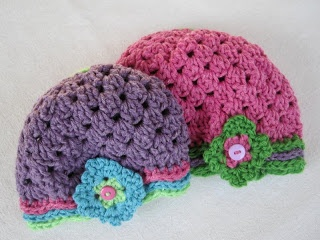 Waving to Granny Hat free crochet pattern and tutorial