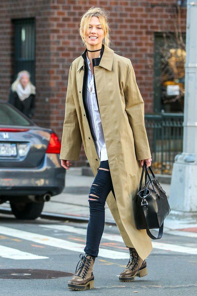 Карли Клосс в ботинках Louis Vuitton в Нью-Йорке