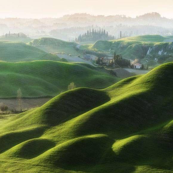 なんというおとぎ話的空間!トスカーナのファンタジーに満ちた牧歌的な風景写真 - グノシー