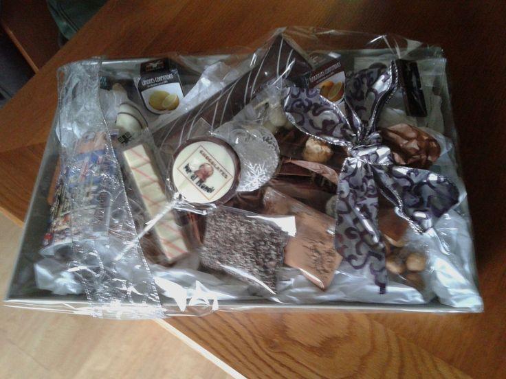 Bandeja con diferentes tipos de chocolate, con motivo navideño y con regalo de TRIPALMA