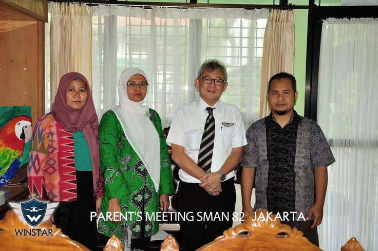 Foto bersama Capt. Erwin dengan para guru