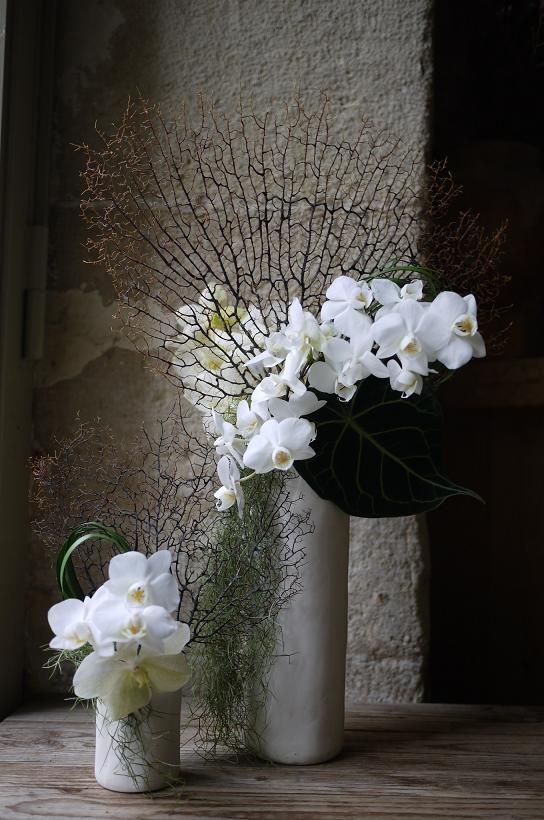"""Inspiréedepuis toujourspar l'ikebana au Japon et depuis 2006 parmes expériences florales à Paris, j'ai décidé de créer le style """"wafuka(和風花)"""". Le """"wafuka""""se veut être un mélan"""