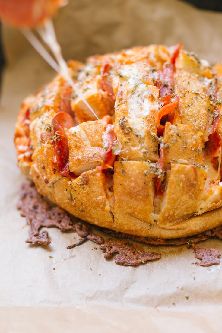 Follow this easy recipe to make Pepperoni + Cheese Pull-Apart Pizza Bread.