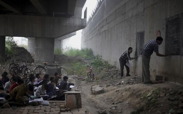 Homeless and impoverished children living in New Delhi, India, receive a free education from two volunteer teachers. | The 35 Most Touching Photos Ever Taken