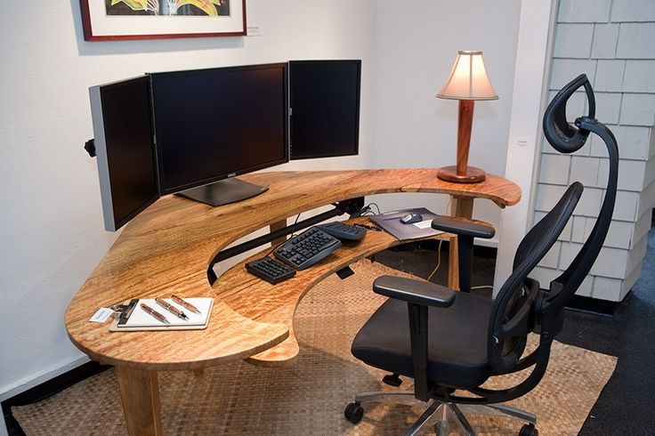 My boyfriend would love this computer desk. Such a techy....