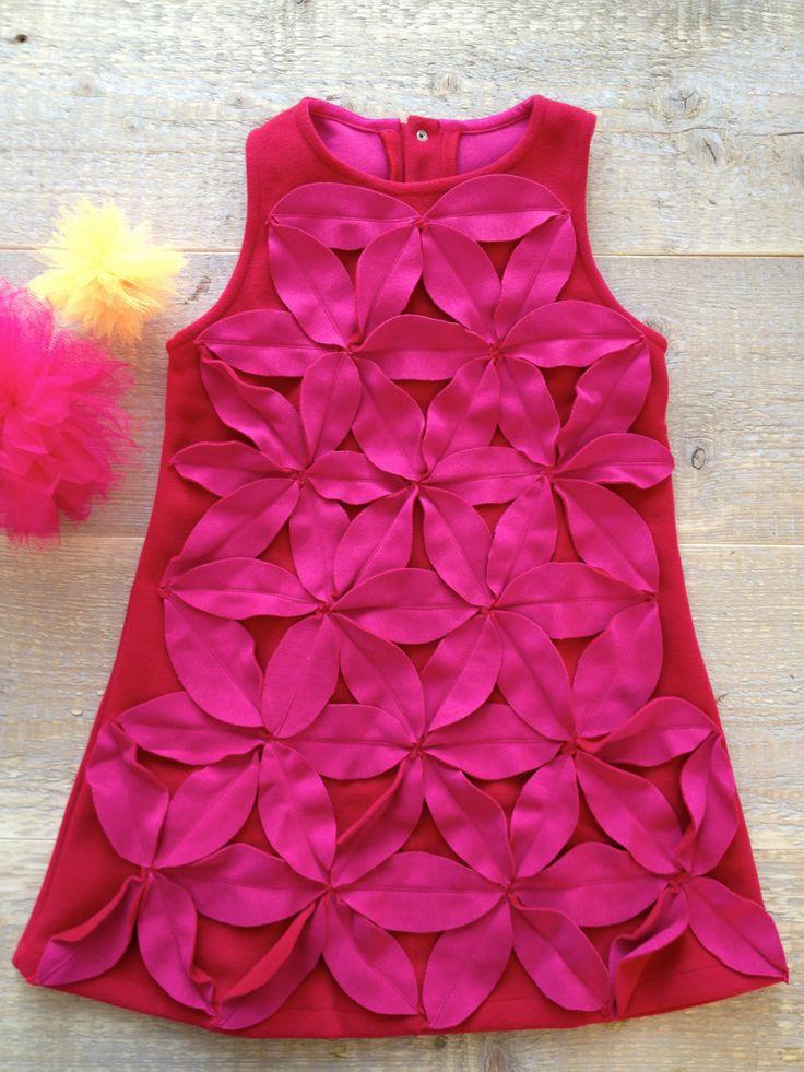 Fleece Kleid mit pinkfarbenen Blütenapplikationen
