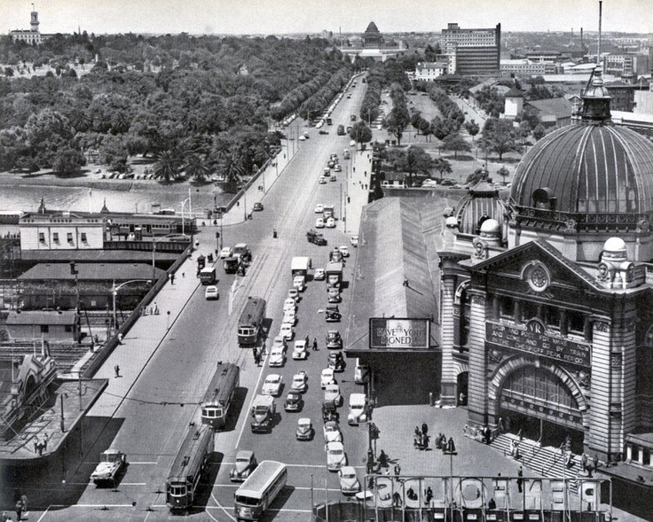 1940's Swanston St looking South towards the Shrine of Remembrance