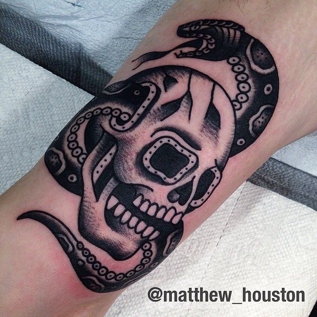 Black and grey skull and snake combo walk in skull snake for Traditional black and grey tattoo