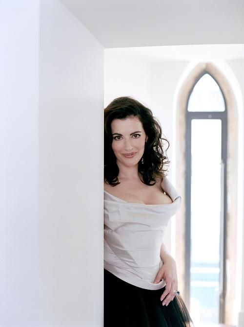 Nigella Lawson. What a fabulous looking woman!