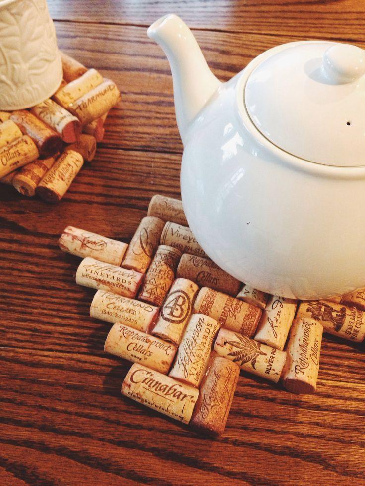 Rolhas de vinho como descanso de panela