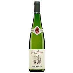 Léon Beyer Réserve Riesling  Vin blanc, 750 ml Code SAQ :  00081471   Appellation d'origine Alsace Producteur Léon Beyer Degré d'alcool 12 % Cépage: Riesling  Vin à la robe jaune vert de faible intensité. Nez délicat exhalant des arômes dominants de lime. Le tout est également agrémenté par des notes minérales et florales. Ce blanc sec laisse percevoir une vive acidité. La bouche d'une texture souple se termine dans une finale assez soutenue.