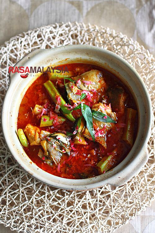 Curry Fish Head recipe - This is a mean pot of curry and goes very well with steamed white rice, and this is just one example of the type of dishes we eat in Malaysia. #malaysian #curry #fish