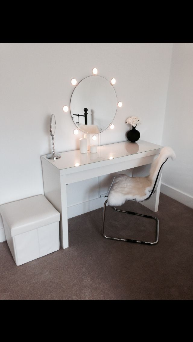Ikea malm dressing table with round mirror and lights! Ideal for dressing room!