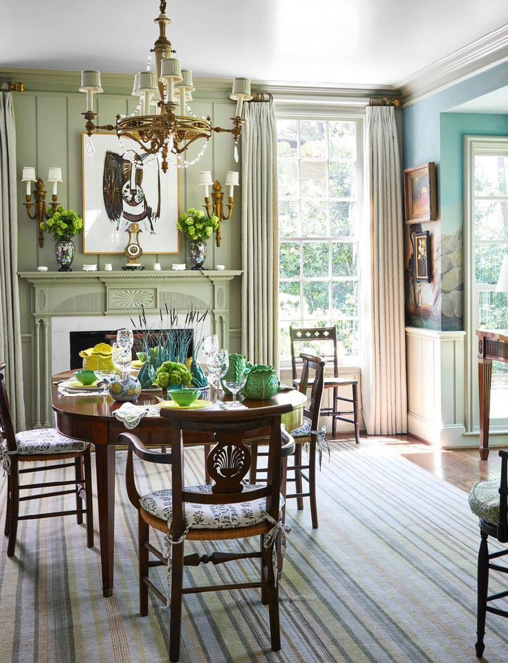 A Classically Pretty Home By Cathy Kincaid Traditional Dining Rooms Dining Room Decor Traditional Dining Room