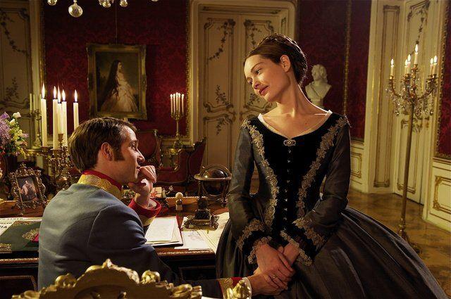 Cristiana Capotondi and David Rott in Sissi: naissance d'une impératrice (2009)