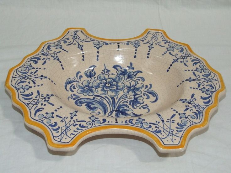 Bacia  de cerámica surtida Flores azules borde pintado en amarillo. Precio: 48,40 €.  http://www.artesania-alla.es