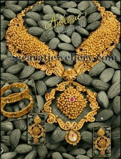 Jewellery Designs: Antique Choker with Gold Bits