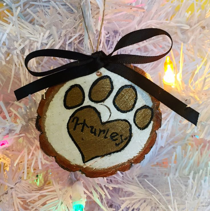 Customizable pet paw christmas decoration wood burnt and hand painted on natural edge wood slice by EarthDiverCreations on Etsy https://www.etsy.com/ca/listing/488629337/customizable-pet-paw-christmas