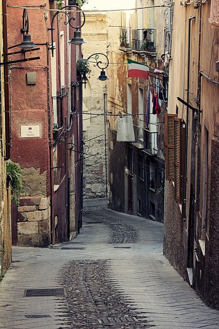 Vico III dei Genovesi , Cagliari