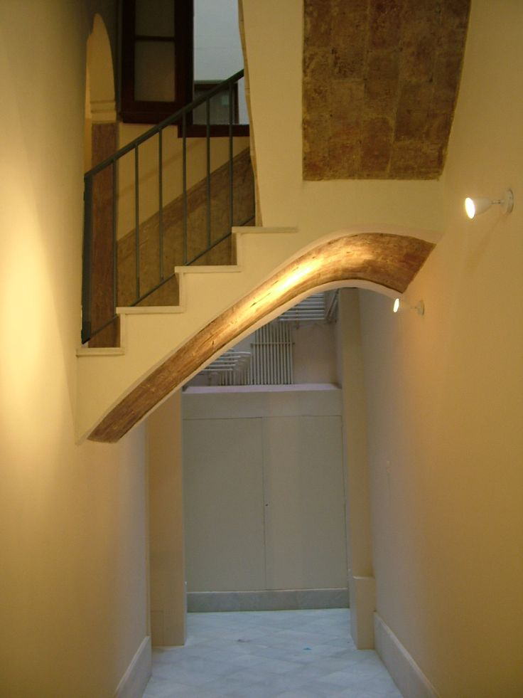 Ideas de #Vestibulo, Escalera, estilo #Clasico color  #Beige,  #Marron, diseñado por MR-ARQUITECTURA TECNICA  #CajonDeIdeas