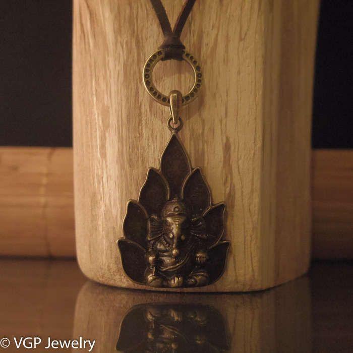Stoere Boeddha Ketting: verstelbare leren ketting bruin of zwart