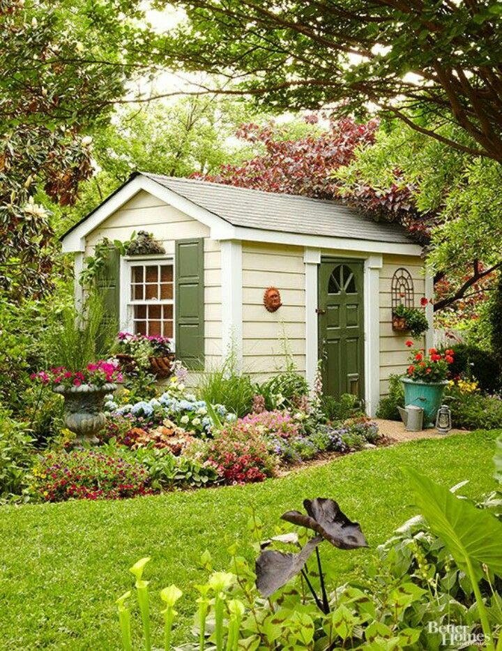 Pin by katiria seneriz longo on tiny house for Cobertizo de madera de jardin contemporaneo