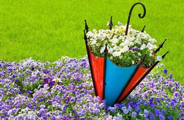 Regenschirm mit Blumen gefüllt - Idee zum Selbermachen