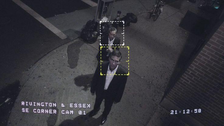 Politie spoort vanaf nu verdachten op met gezichtsherkenning  De politie spoort verdachten vanaf vandaag op met gezichtsherkenning. Dat schrijft deNOS. Rechercheurs kunnen een foto of video met een verdachte door een grote database met gezichten halen waarbij er alarm wordt geslagen als diegene in de database staat.Er staan op dit moment ruim 800.000 gezichten in die databases waaronder veroordeelde misdadigers maar ookverdachten die nog niet zijn veroordeeld.  De software die Catch heet kan…