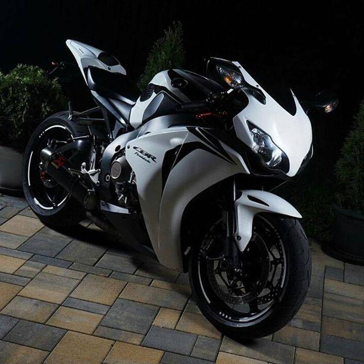 Honda Motor Company, #HondaCBR1000RR #HondaCBR250RR #Motorcycle Honda CBR series, #HondaCBR250RCBR300R FIM Superbike World Championship, Tire - Follow @extremegentleman for more pics like this!