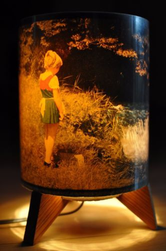 RARE-VINTAGE-MOTION-LAMP-GREAT-WORKING-CONDITION-Girl-and-River-Scene