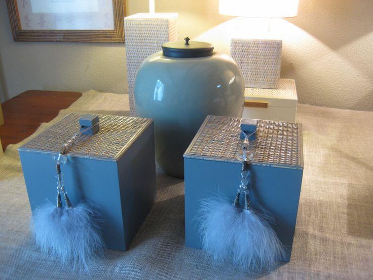Caixas tampa solta em rattan pintadas de azul inglês