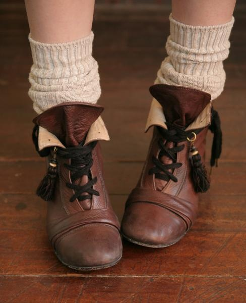 hobbit's boots- so cute for cold weather!