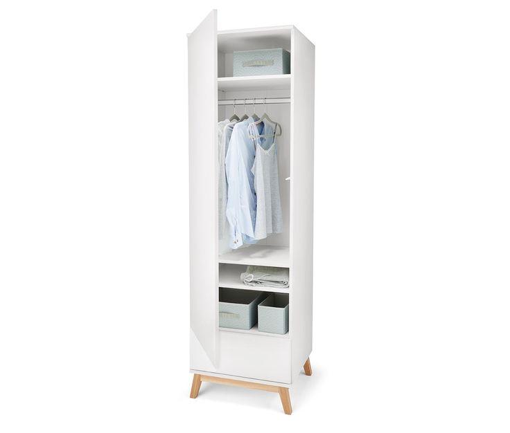 169,00 € Dieser Kleiderschrank bietet auch bei eingeschränkten Platzverhältnissen wertvollen Stauraum: Seine schlanken Maße machen ihn ideal für enge Nischen und Ecken.