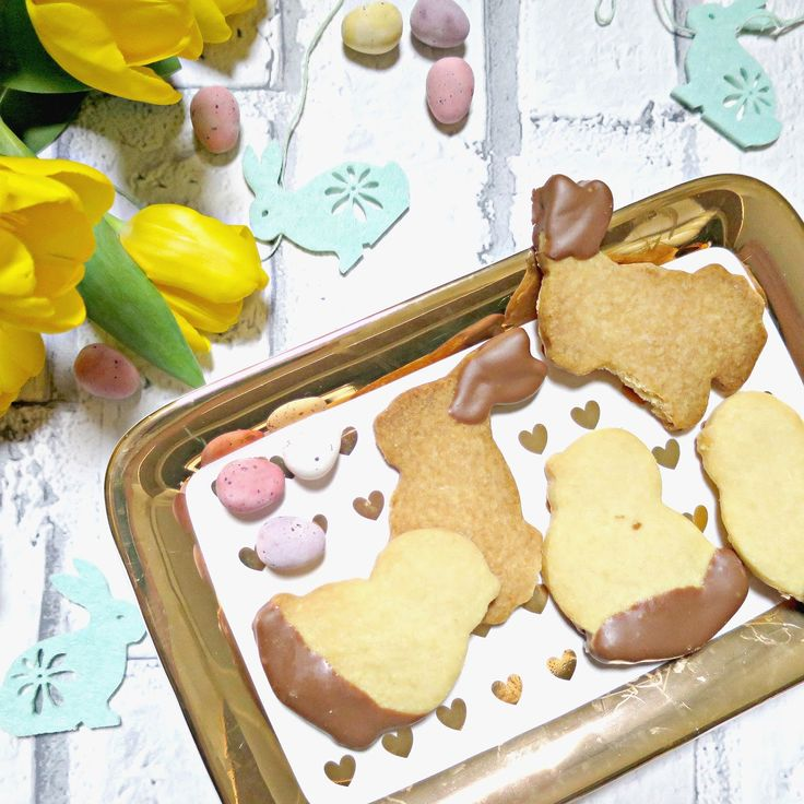 Easter biscuits & Miss Etoile Plate