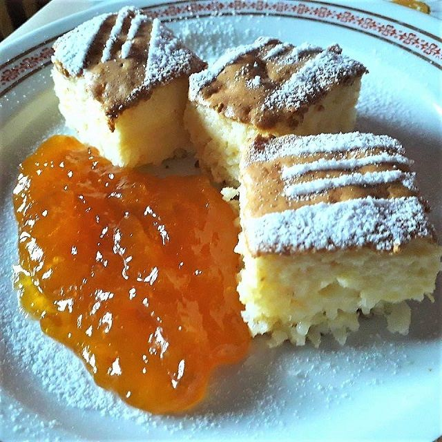 Nem tudod milyen desszertet készíts? Ez a finomság sokszor megmentett, amikor valami édesre vágytam, de nem tudtam mit készítsek. Ha még nem kóstoltad, próbáld ki. Hozzávalók 15 dkg rizs 5 dl tej 1 dl víz csipet só 1 teáskanál vanília aroma 8 dkg cukor + 2 dkg 2 dkg margarin fél citrom reszelt héja 3 …