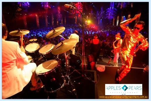Take leisure of a live band as well a DJ with martini club band. Book this exclusive band to rock your party.
